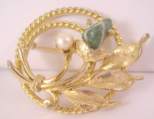 Sarah Coventry Goldtone Jade Garden Brooch / Pin 1966